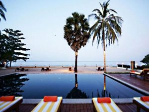 Boutique Beach Resort Pool | Eko Divers